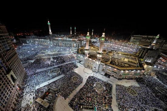 ملايين الحجاج يؤدون الصلاة بالمسجد الحرام (7)
