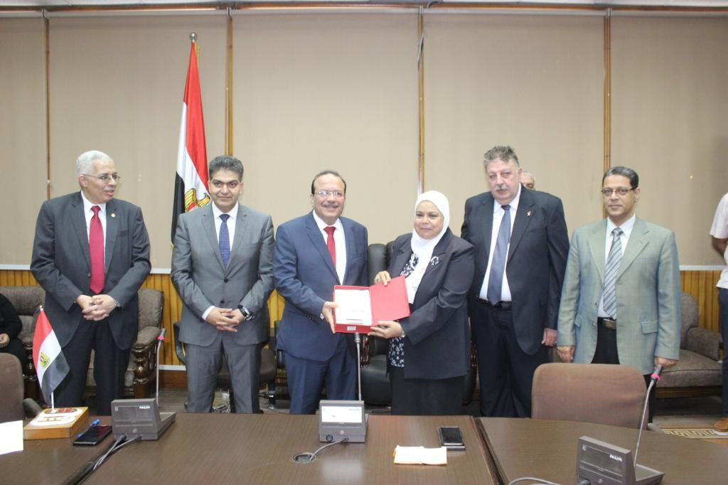 تكريم رؤساء كلية الطب بجامعة طنطا (9)