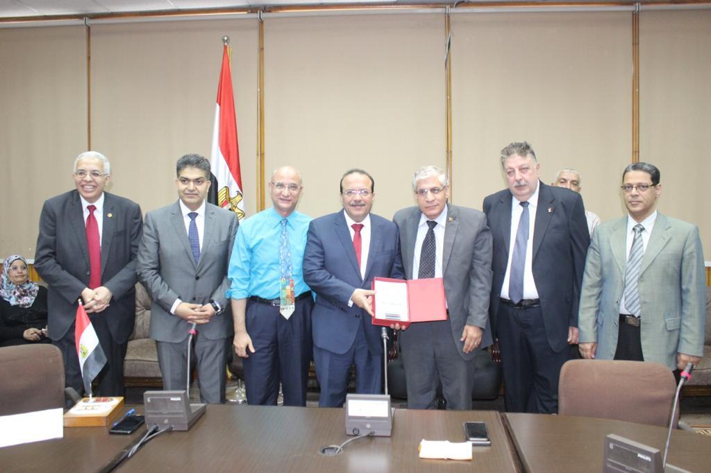 تكريم رؤساء كلية الطب بجامعة طنطا (11)