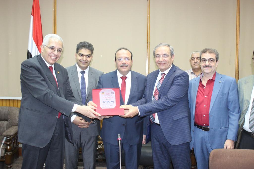 تكريم رؤساء كلية الطب بجامعة طنطا (4)