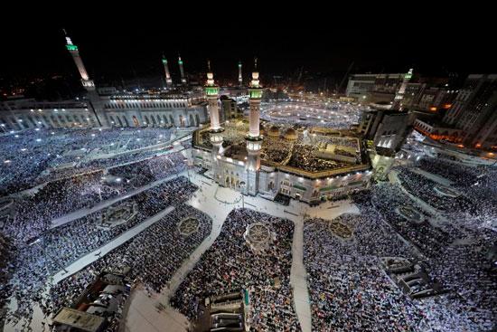 ملايين الحجاج يؤدون الصلاة بالمسجد الحرام (5)