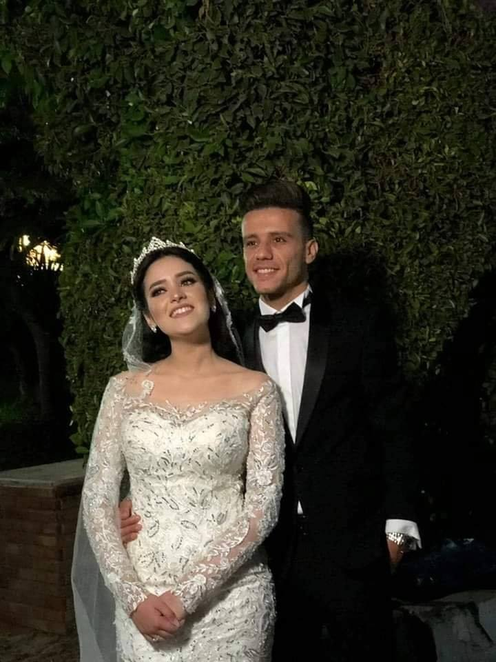 مصطفى فتحى مع عروسته