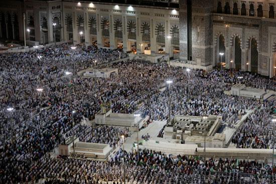 ملايين الحجاج يؤدون الصلاة بالمسجد الحرام (4)
