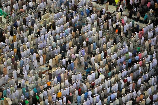 ملايين الحجاج يؤدون الصلاة بالمسجد الحرام (1)