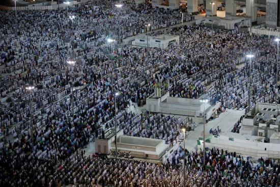 ملايين الحجاج يؤدون الصلاة بالمسجد الحرام (8)
