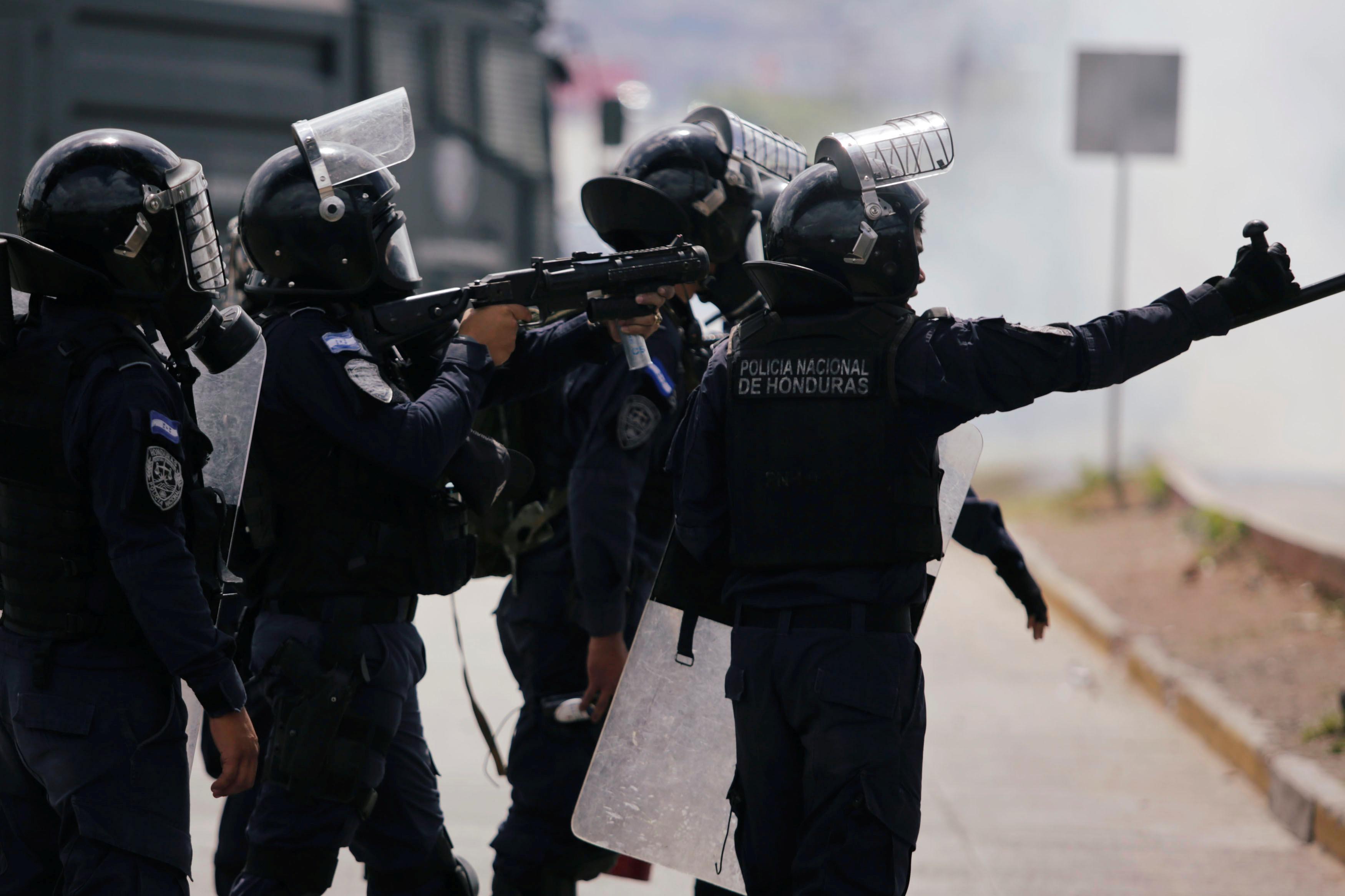 1132845-قوات-الامن-فى-هندوراس-تحاول-فض-الاختجاجات