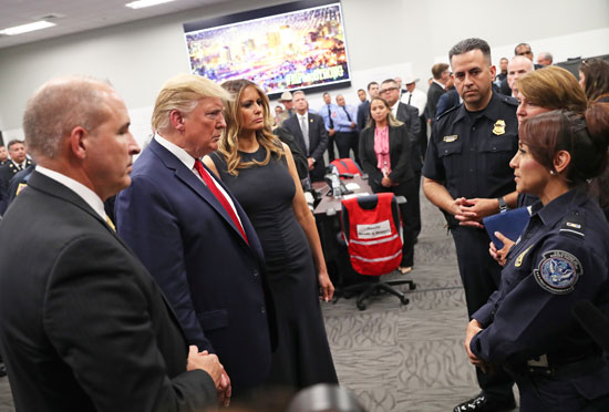 52109-ترامب-يستمع-من-فرق-الانقاذ-عن-الحادث-المروع