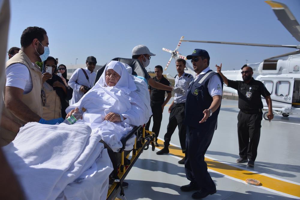 السلطات السعوديه تنقل سيدة مسنة إلى مكة