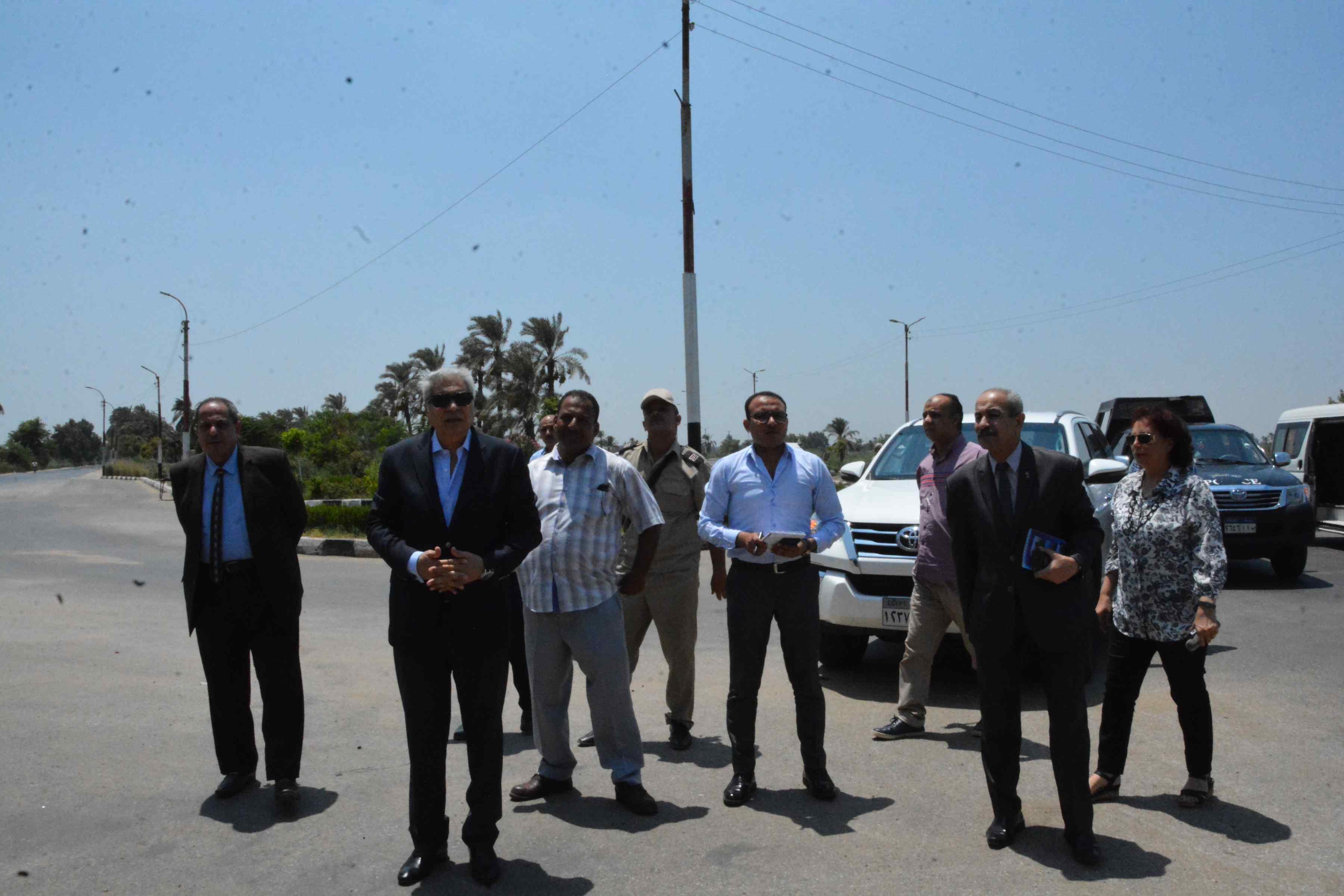 محافظ المنيا يوجه بإزالة فورية لتعد على حرم الطريق (3)
