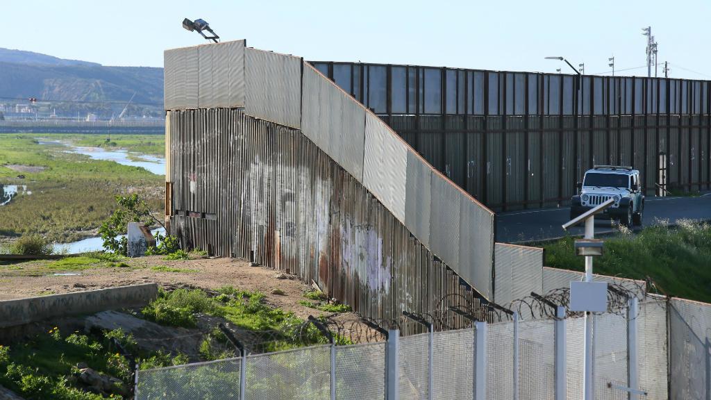 الجدار الحدودى وضع المكسيك فى مواجهة العديد من الأزمات