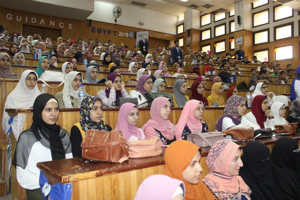 رئيس جامعة طنطا يفتتح منتدى التأهيل المهنى لطلاب كلية الصيدلة (5)