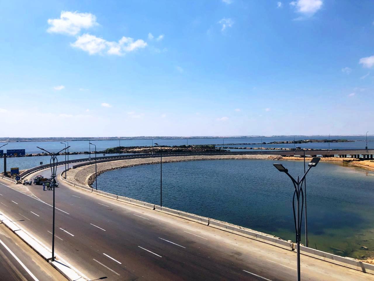 رئيس الوزراء يتفقد محور ربط ميناء الدخيلة بالطريق الدولى الساحلى (1)