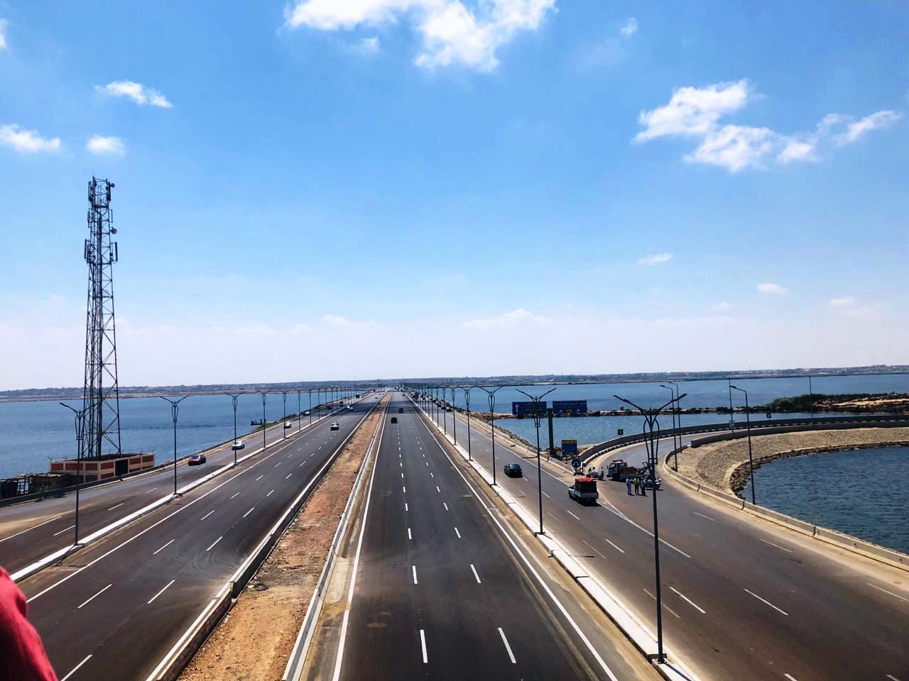 رئيس الوزراء يتفقد محور ربط ميناء الدخيلة بالطريق الدولى الساحلى (2)