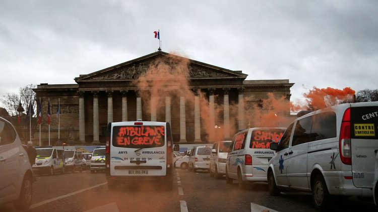 حل البرلمان الفرنسى أحد أهم المطالب التى رفعتها السترات الصفراء