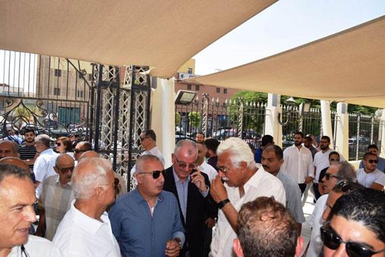 الدكتور أحمد نظيف يشيع جنازة والدته (6)
