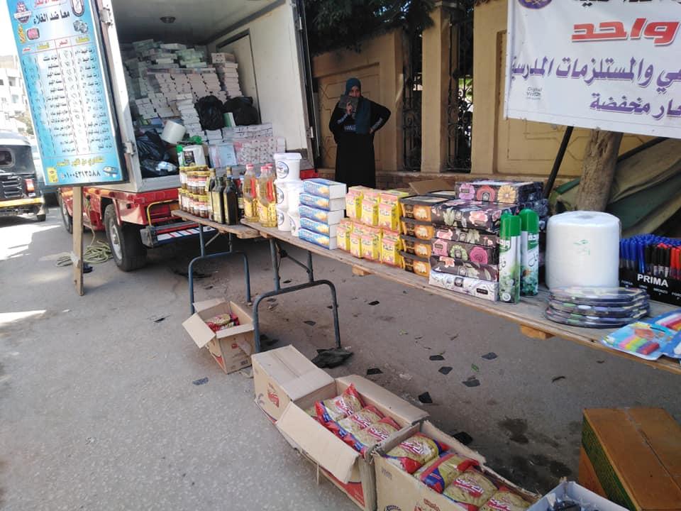 قافلة لتوفير السلع الغذائية واللحوم ومستلزمات المددارس واصلاح خط مياه على طريق فوع دسوق  (2)