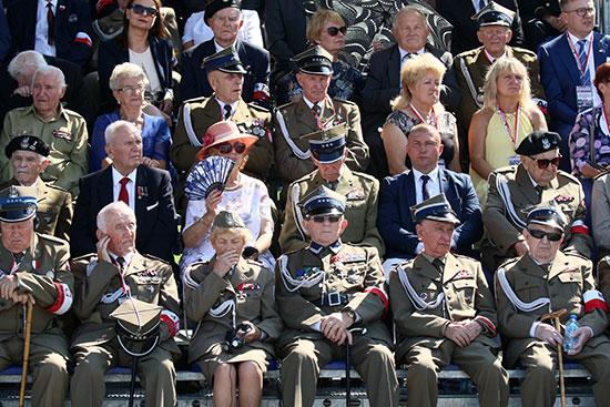 عدد من المقاتلين القدماء الذين شاركوا فى الحرب العالمية الثانية