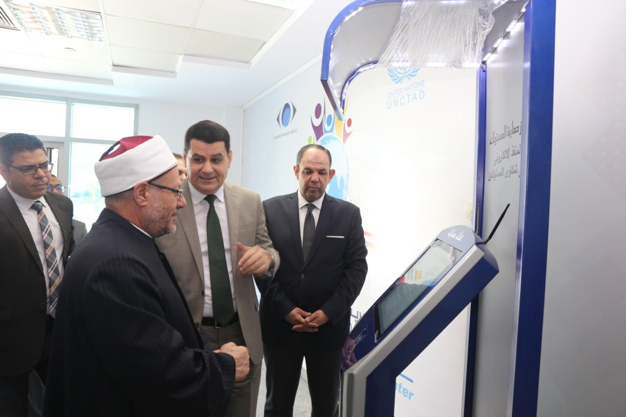 الدكتور شوقى علام  مفتى الديار المصريه  خلال زيارة لجهاز حماية المستهلك  (5)