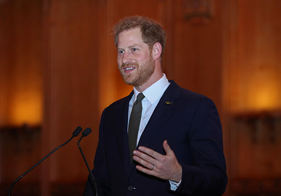 الأمير هارى متحدثا خلال الاحتفالية