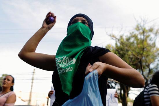 جانب من الاحتجاجات والعنف