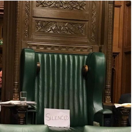 تم اسكات البرلمان بتعليقه