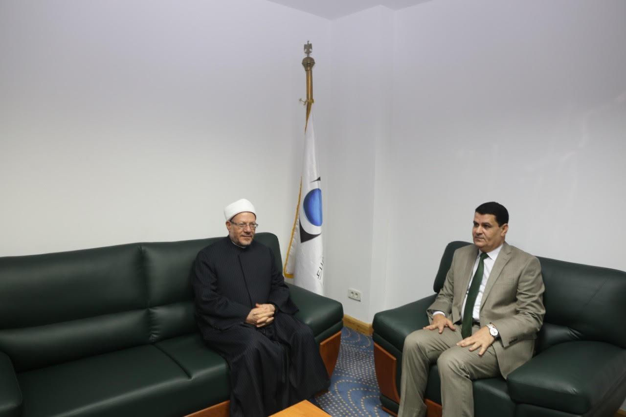 الدكتور شوقى علام  مفتى الديار المصريه  خلال زيارة لجهاز حماية المستهلك  (4)