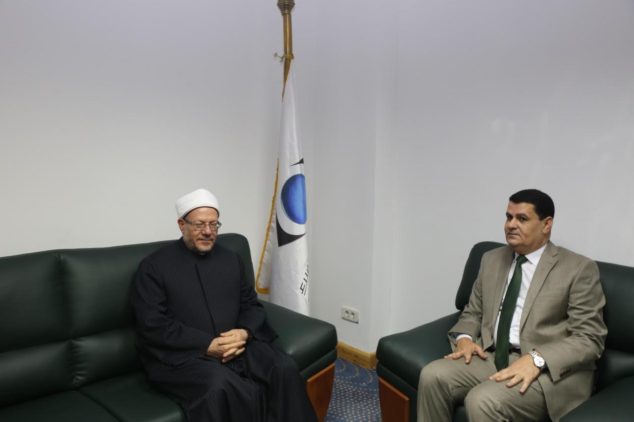 الدكتور شوقى علام  مفتى الديار المصريه  خلال زيارة لجهاز حماية المستهلك  (6)