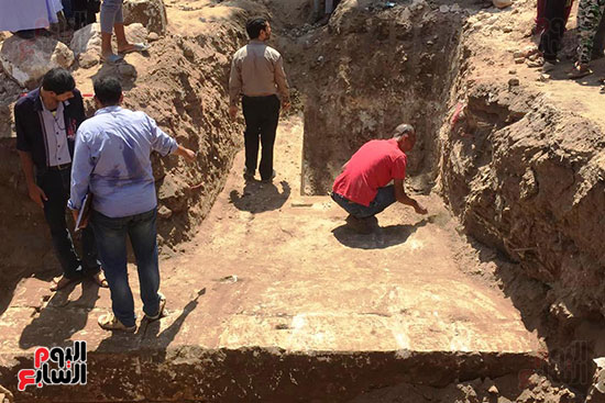 المعبد-الأثرى-المعثور-عليه-بقرية-كوم-أشقاو-(7)