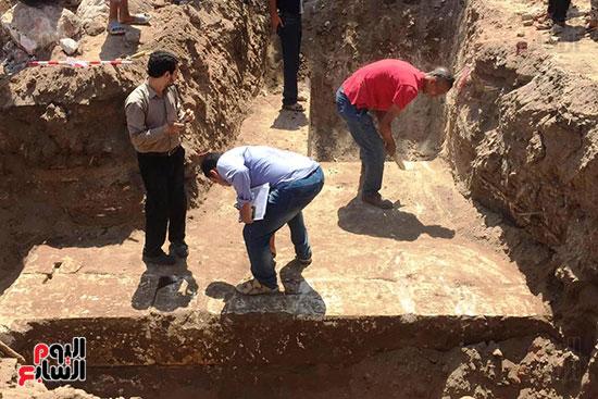 المعبد-الأثرى-المعثور-عليه-بقرية-كوم-أشقاو-(3)