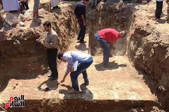 المعبد-الأثرى-المعثور-عليه-بقرية-كوم-أشقاو-(4)