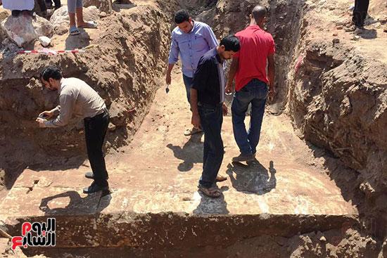 المعبد-الأثرى-المعثور-عليه-بقرية-كوم-أشقاو-(1)