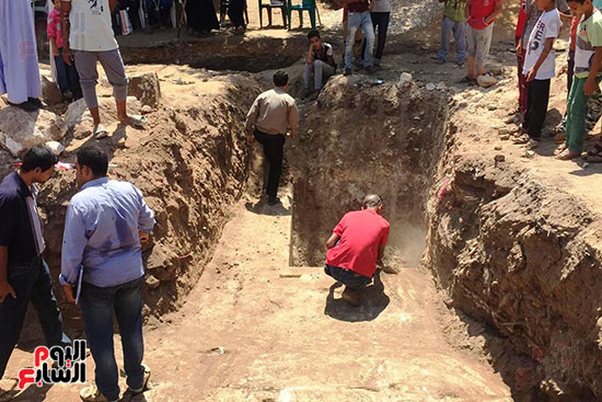 المعبد-الأثرى-المعثور-عليه-بقرية-كوم-أشقاو-(11)
