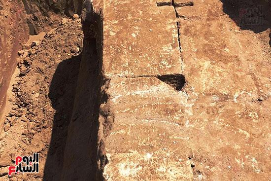المعبد-الأثرى-المعثور-عليه-بقرية-كوم-أشقاو-(15)