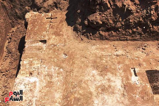 المعبد-الأثرى-المعثور-عليه-بقرية-كوم-أشقاو-(21)