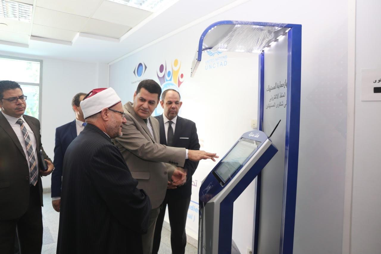 الدكتور شوقى علام  مفتى الديار المصريه  خلال زيارة لجهاز حماية المستهلك  (3)