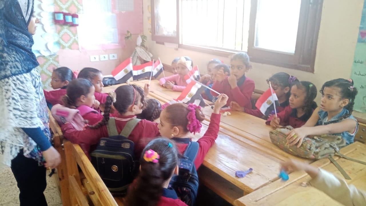 مدارس سوهاج تستقبل العام الدراسى بالاعلام (27)