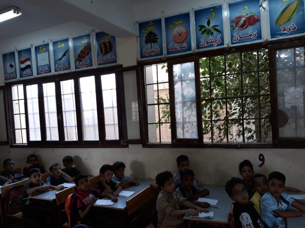 جانب من استقبال الطلاب بالمدارس (17)