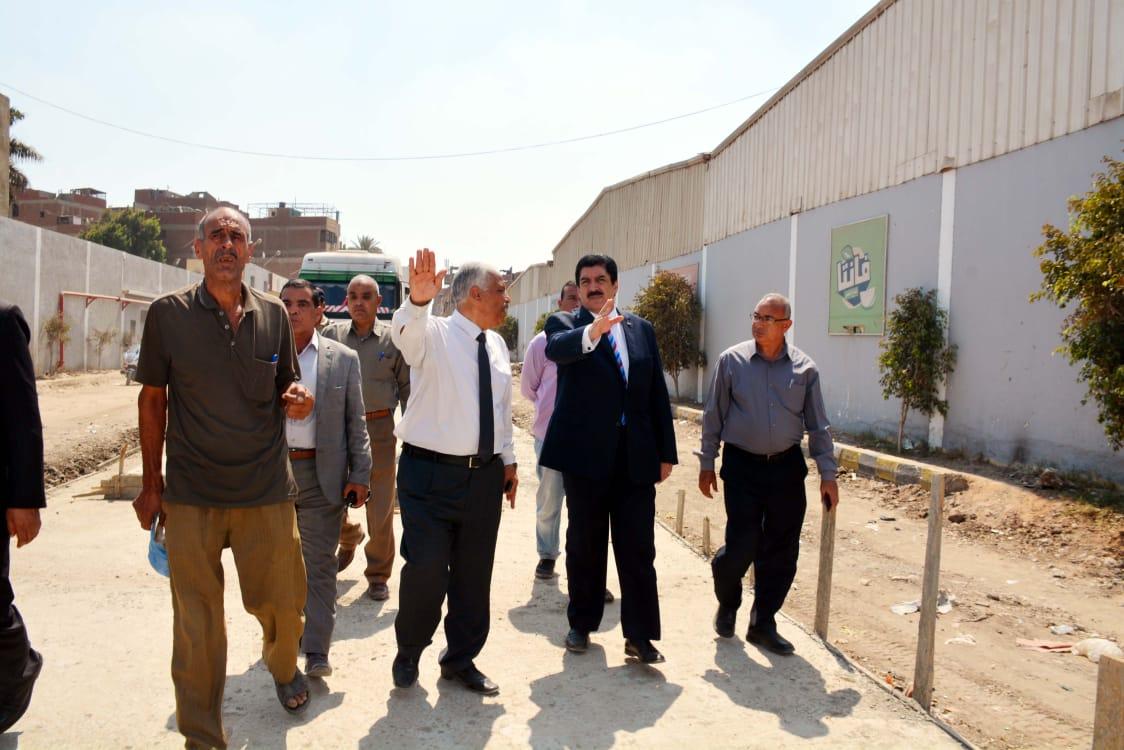 محافظ القليوبية يتفقد طريق محور الباسوسية  بالقناطر الخيرية لدفع الأعمال وتسليم الطريق لإفتتاحه (1)