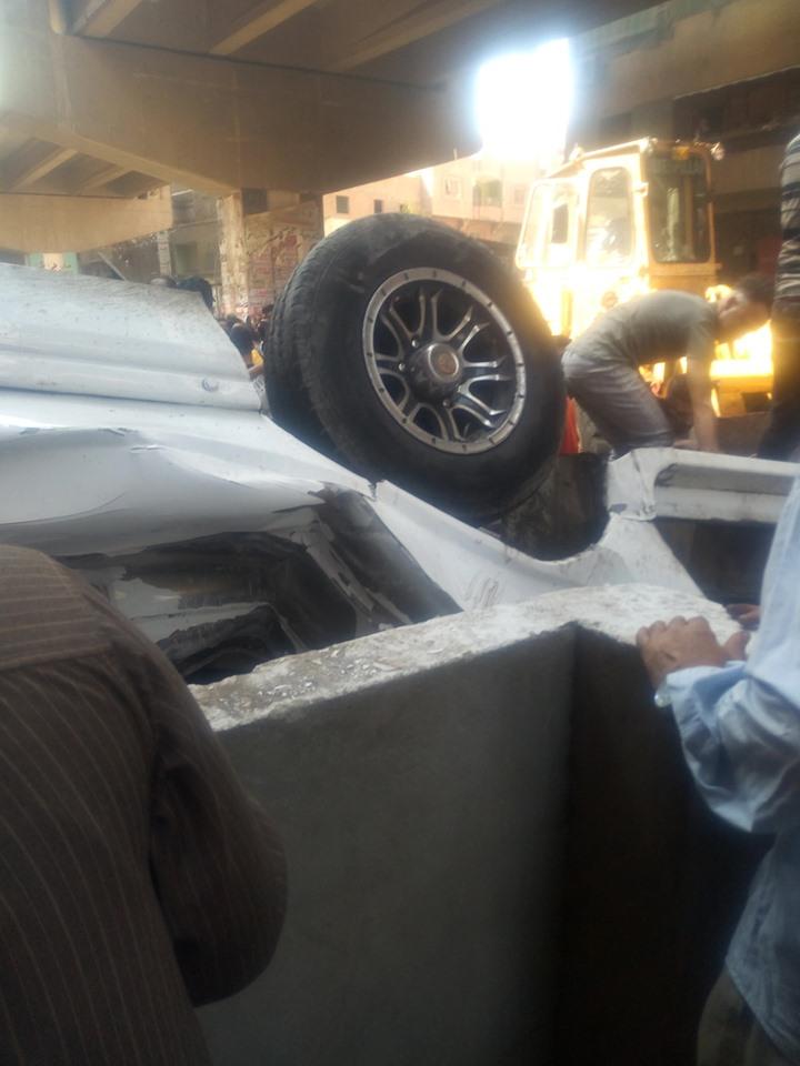 سقوط سيارة مكروباص من اعلى محور صفط نتج عنه عدد من الوفيات والمصابين (6)