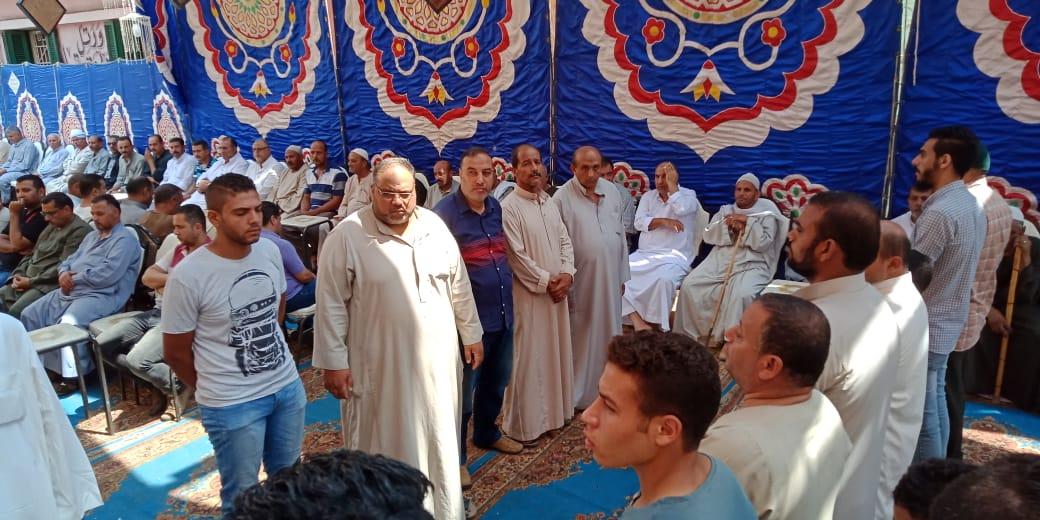 أسرة الدكتور ابو بكر عبد المنعم تتلقى عزاءه بمسقط رأسه بكفر شكر (5)