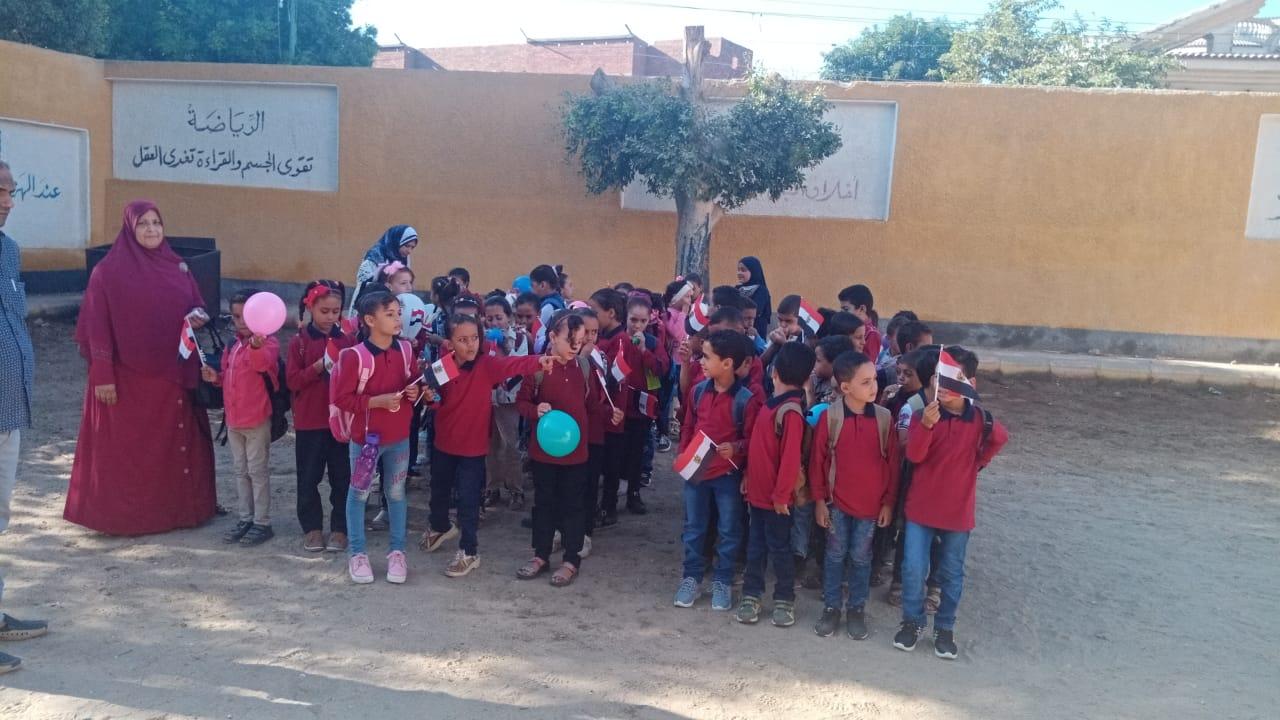 مدارس سوهاج تستقبل العام الدراسى بالاعلام (10)