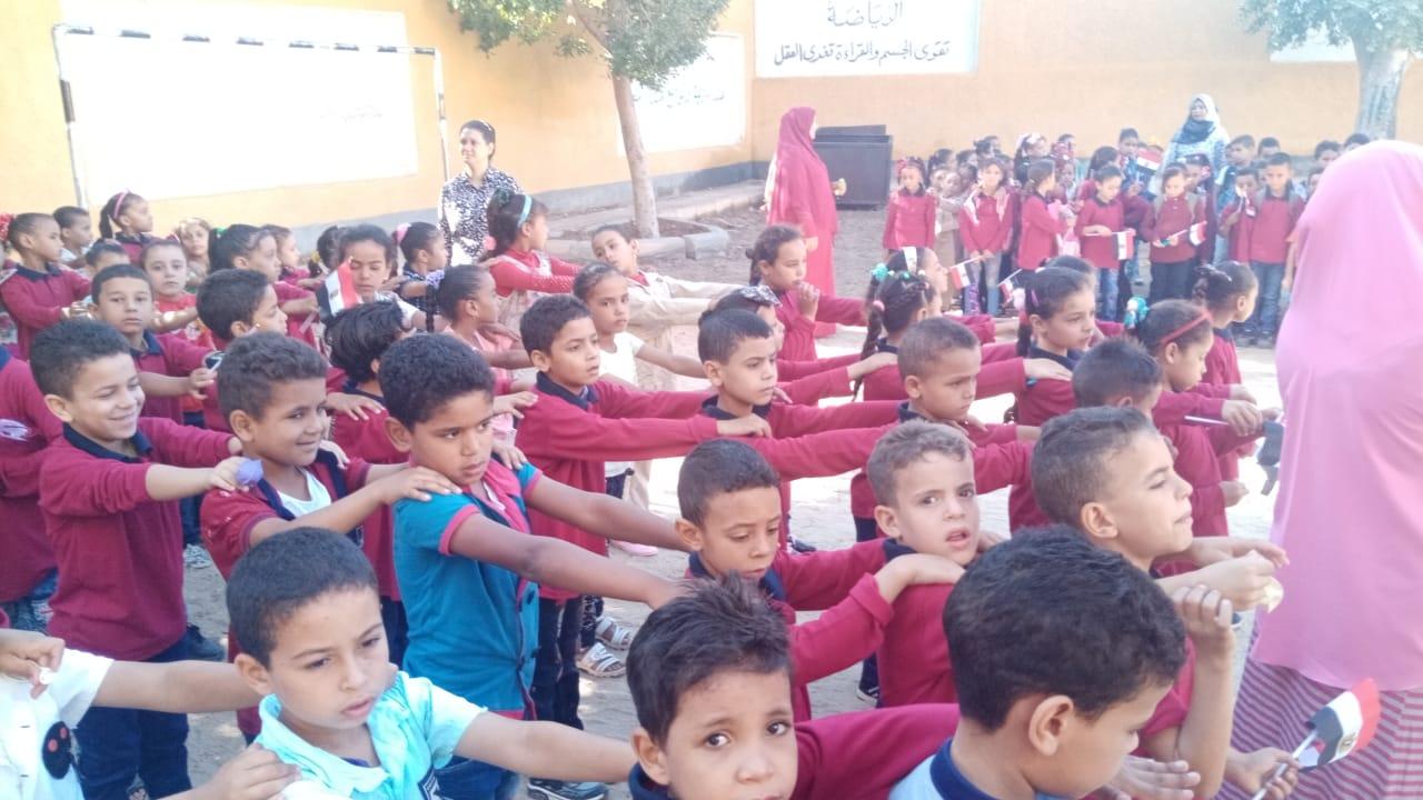 مدارس سوهاج تستقبل العام الدراسى بالاعلام (3)