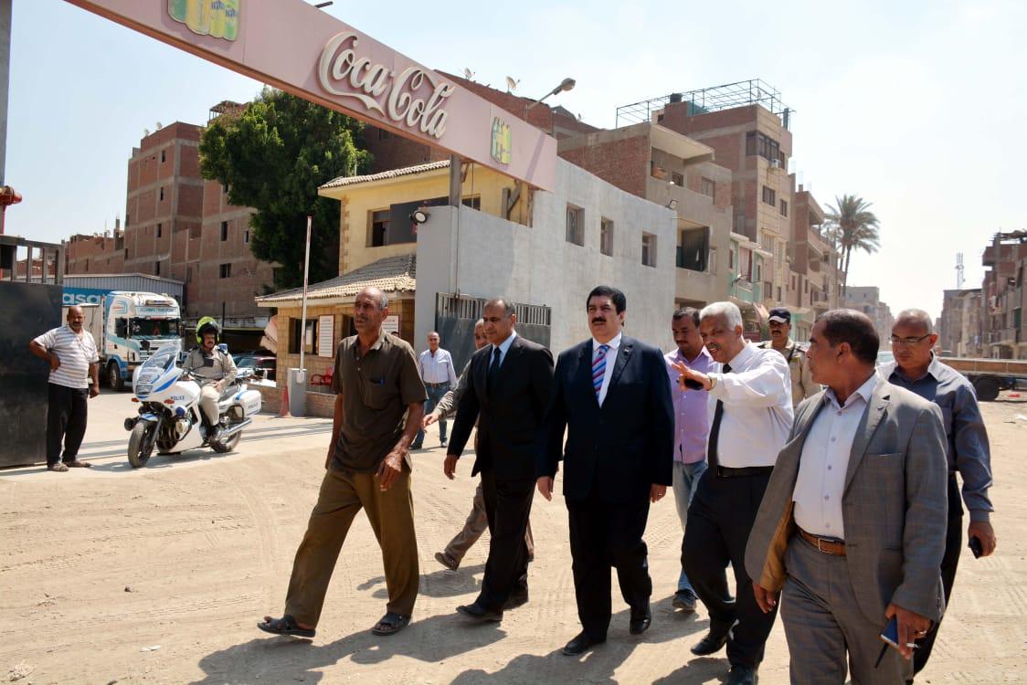محافظ القليوبية يتفقد طريق محور الباسوسية  بالقناطر الخيرية لدفع الأعمال وتسليم الطريق لإفتتاحه (5)