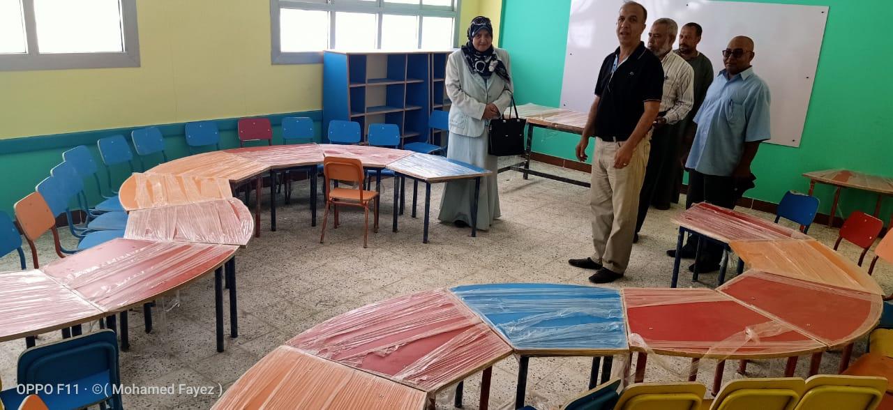 اعمال تجميل المدارس بأيادى المعلمين