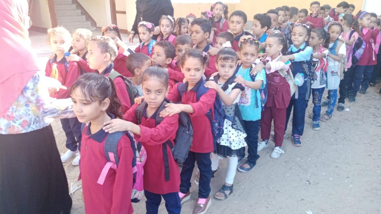 مدارس سوهاج تستقبل العام الدراسى بالاعلام (24)