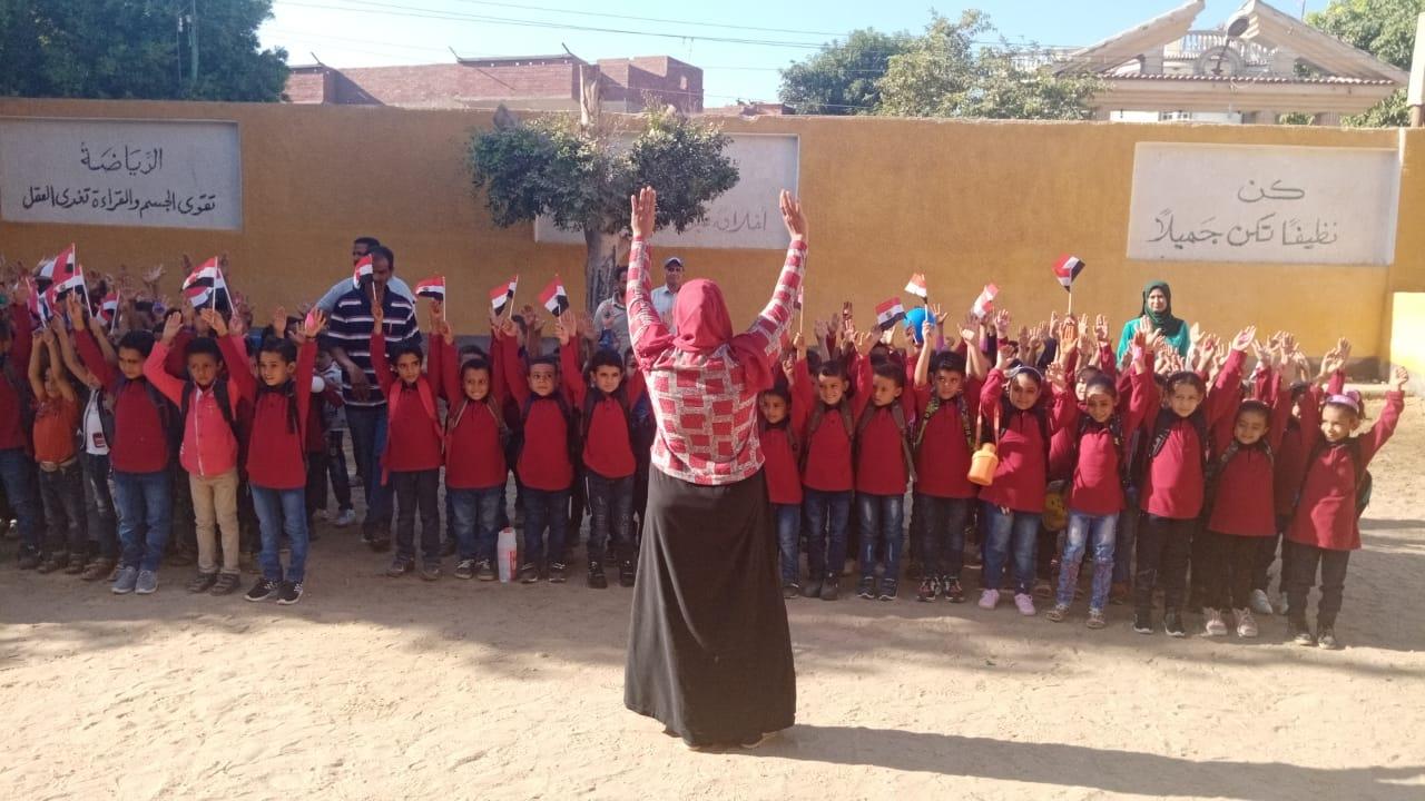 مدارس سوهاج تستقبل العام الدراسى بالاعلام (4)