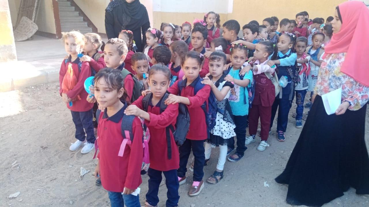 مدارس سوهاج تستقبل العام الدراسى بالاعلام (21)