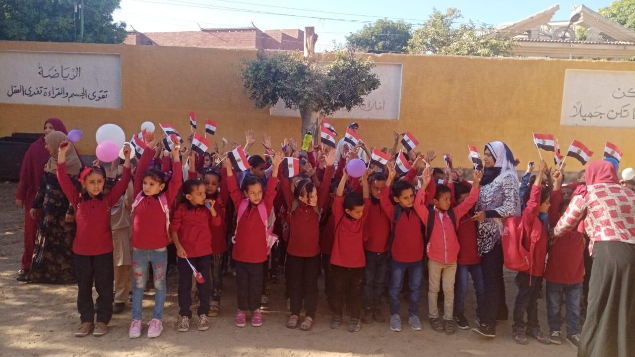 مدارس سوهاج تستقبل العام الدراسى بالاعلام (7)