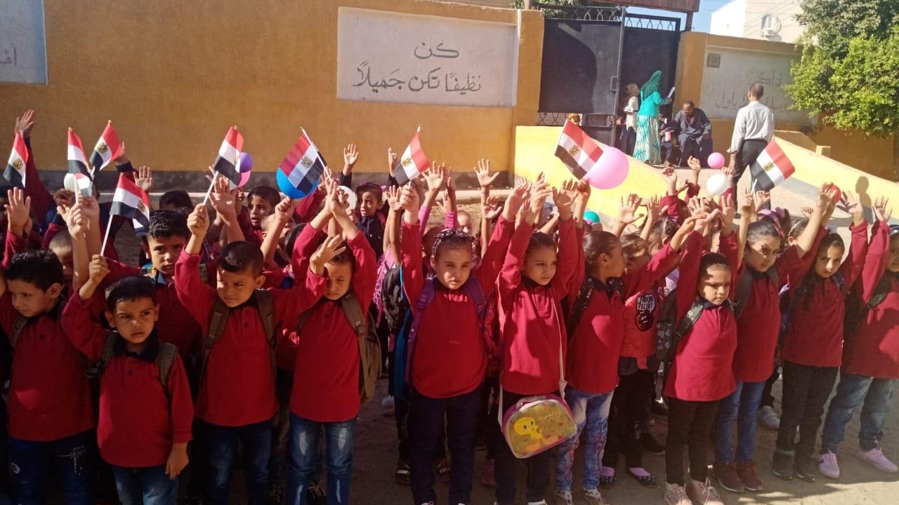 مدارس سوهاج تستقبل العام الدراسى بالاعلام (5)