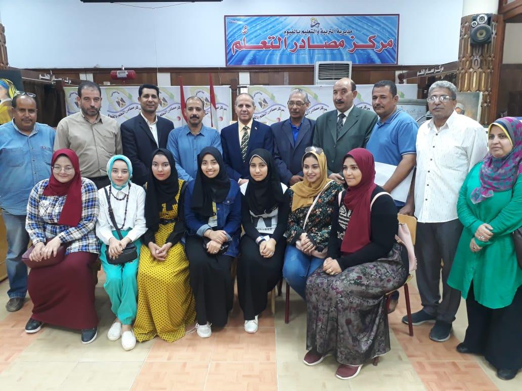 وكيل تعليم الفيوم يتفقد معرض مدرسة أبو كساة الفنية (2)